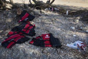 Des gilets de sauvetage abandonnés sur une plage de Kos Grèce