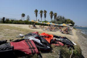 Des gilets de sauvetages sur une plage de Kos Grèce