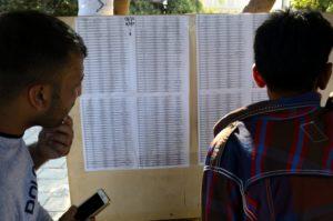 Ile de Kos - Tableau d'affichage des migrants autorisés à prendre le ferry pour le Pyrhée
