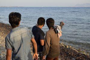 Des migrants arrivés sur l'île de Kos Grèce cherchent leur point de départ sur la côte turque