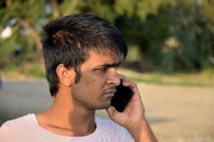 Un migrant arrivé sur l'île de Kos Grèce téléphone