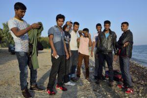 Photo d'un groupe de migrants arrivés sur une plage de Kos