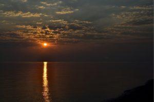 Lever de soleil sur une plage de Kos Grèce