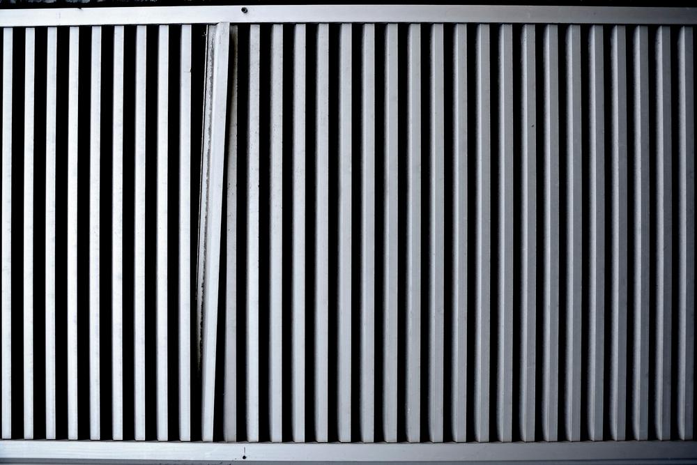 Une grille abîmée